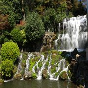 椿山荘 庭園内の滝